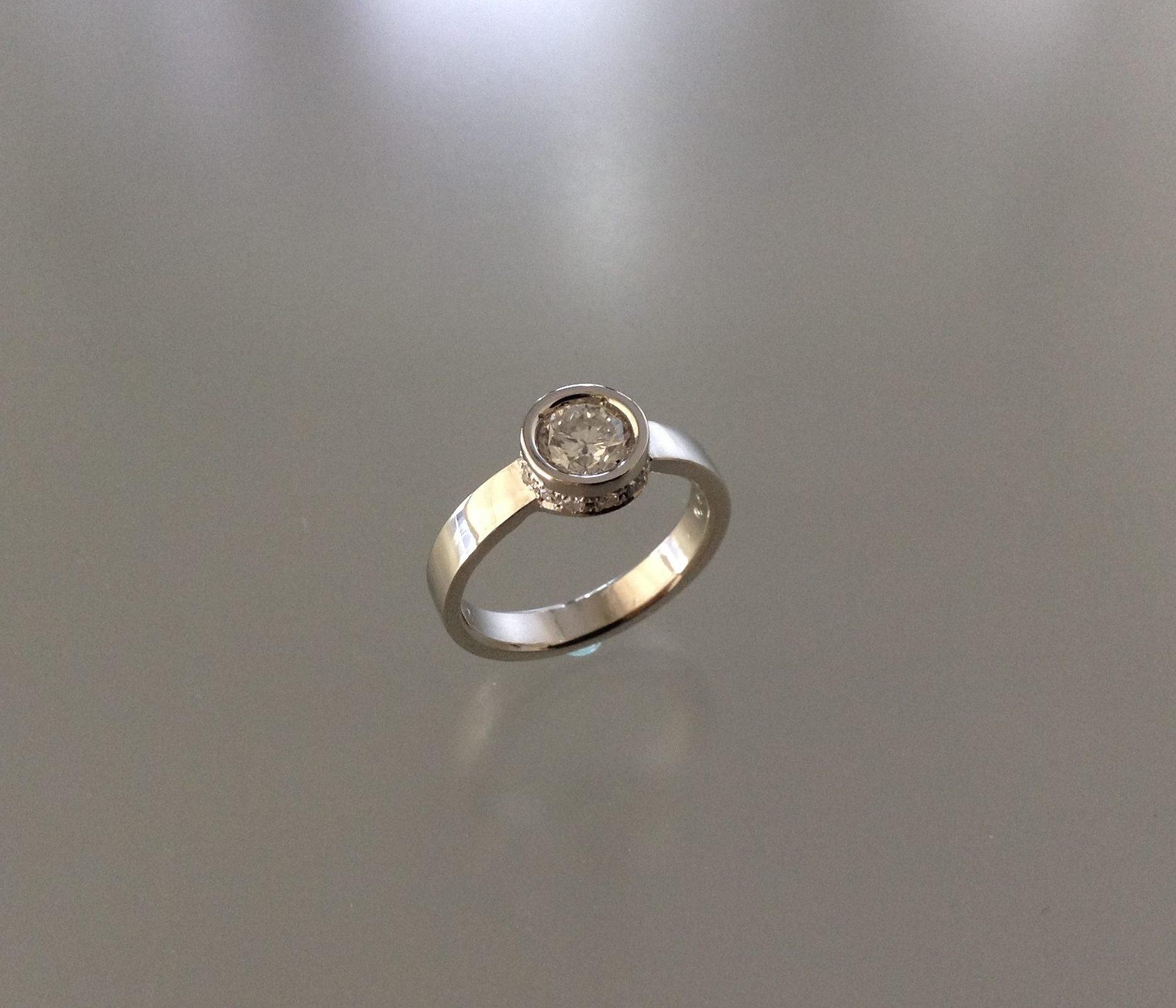 一粒ネックレスからダイアモンドが最大限に輝くリングにリモデル
