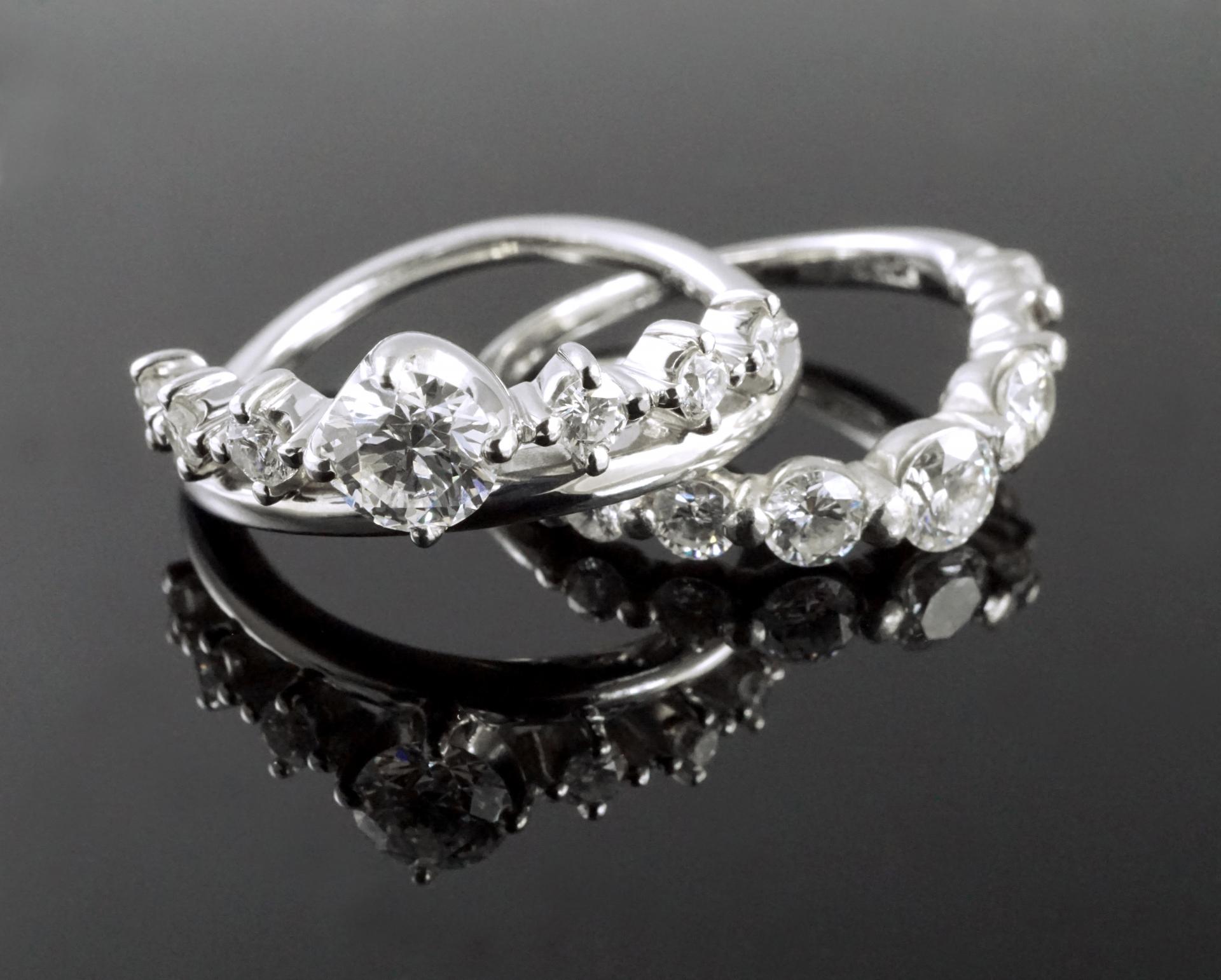 ダイヤモンドかジルコニアか?