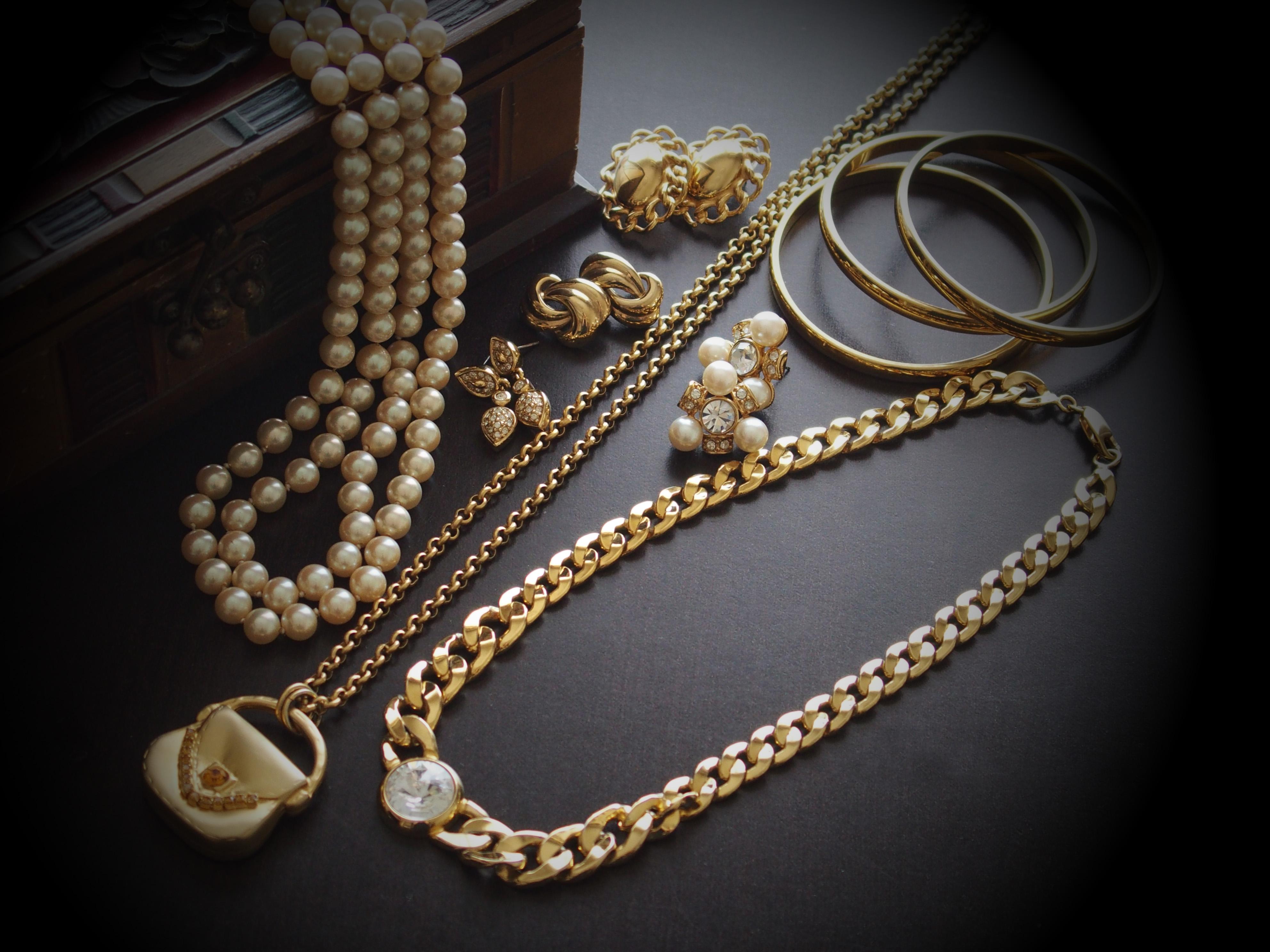 真珠ネックレス 金の喜平チェーン 金のブレスレット 金のチェーンネックレス 宝石箱